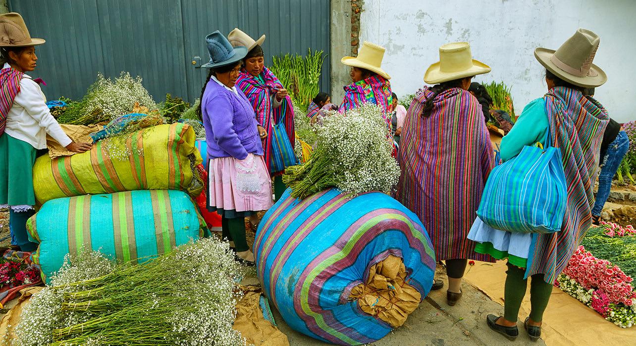caraz peru women flower sellers