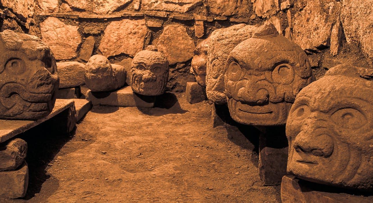 chavin de huantar ruins stone heads ancient peru