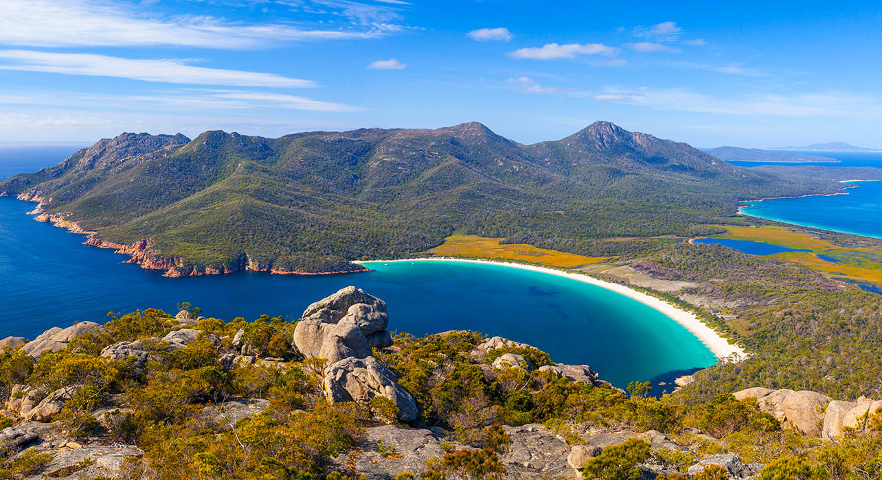 tasmania wine glass bay freycinet national park
