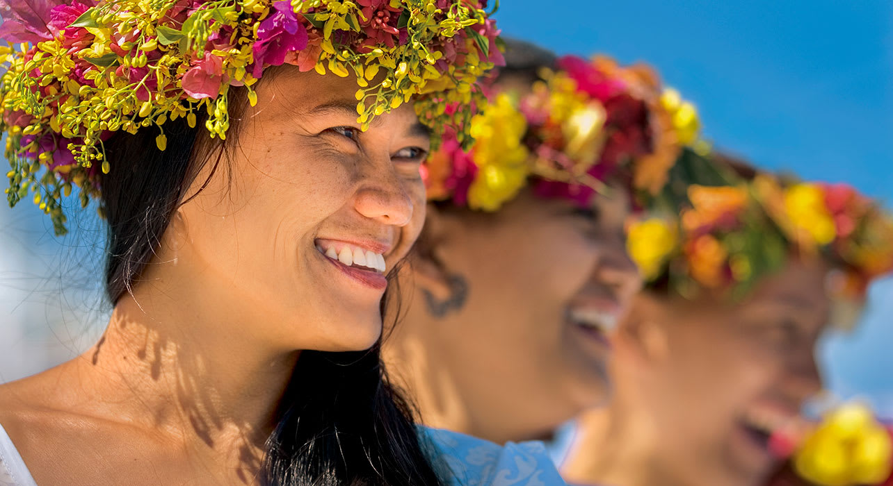 polynesia gauguines women flower crowns