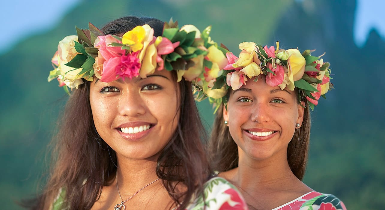 local women french polynesia