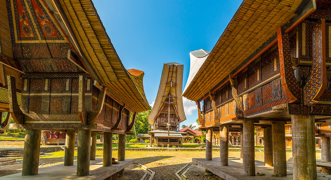 indonesia tana toraja village tongkonan houses