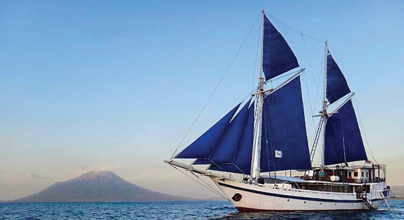 komodo snorkeling indonesia boat