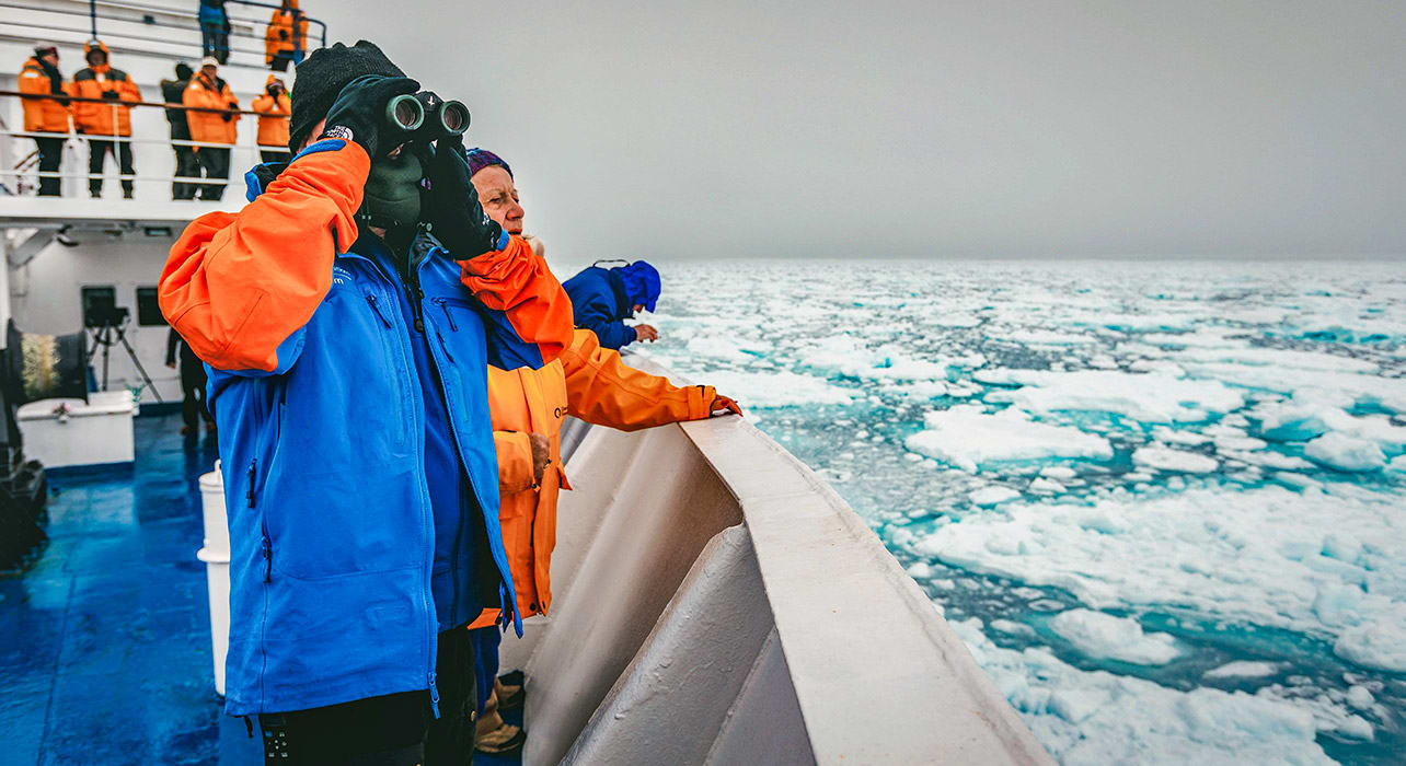 4 slide canada greenland on ship spotting icebergs pano