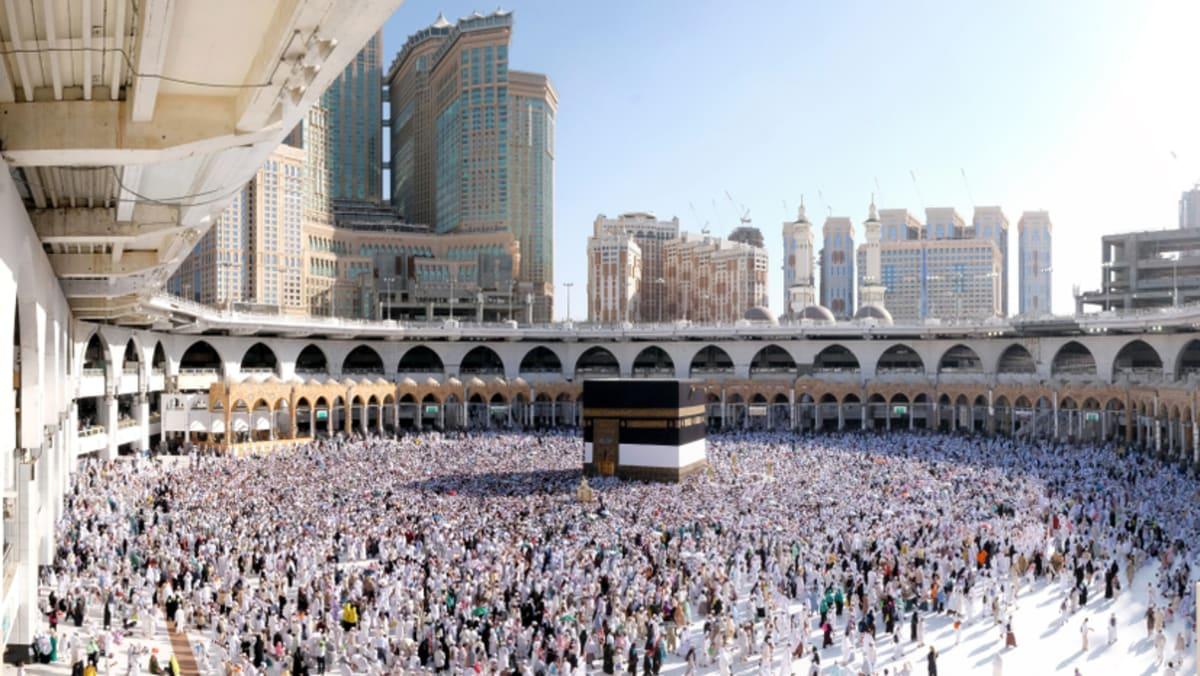 Umrah September (Ekonomi): Jeddah → Madinah → Mekah Bersama Tripfez