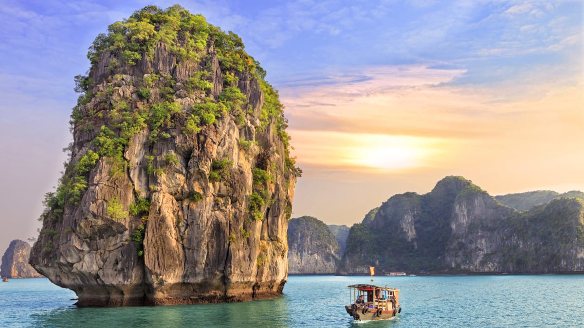 Hanoi & Glory Legend Cruise With Tripfez