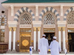 Tripfez TravelUmrah April: Madinah → Makkah  package
