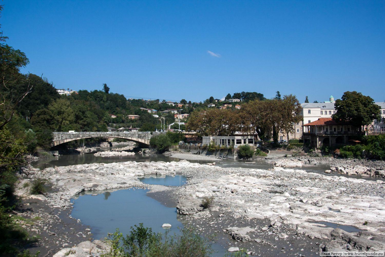 Река Риони в центре Кутаиси