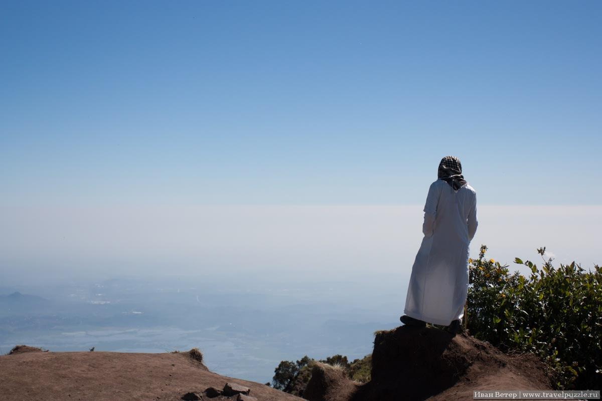 На малой вершине вулкана встречались вот так вот одетые восходители.
