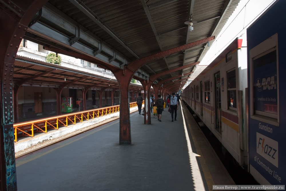 Платформа станции Jakarta Kota
