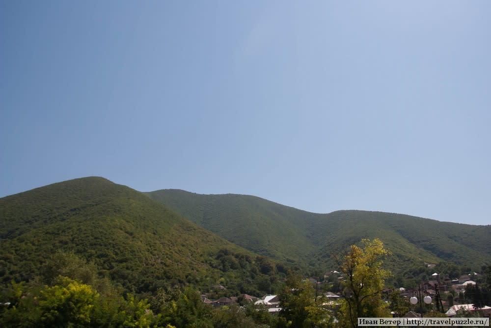 Город Шеки и горы