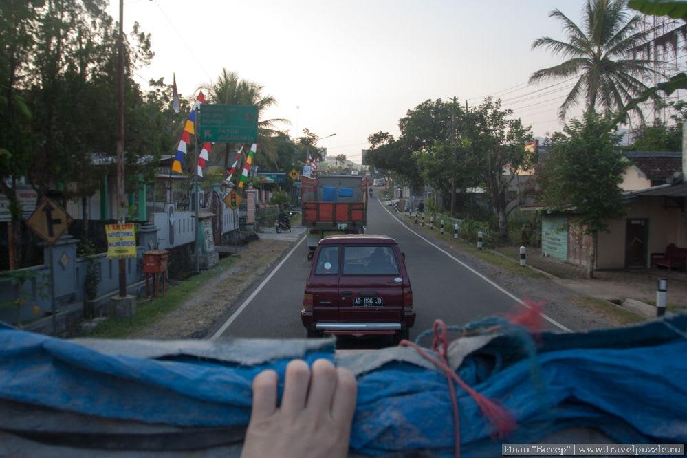 Автостоп в Индонезии: вид из грузовика