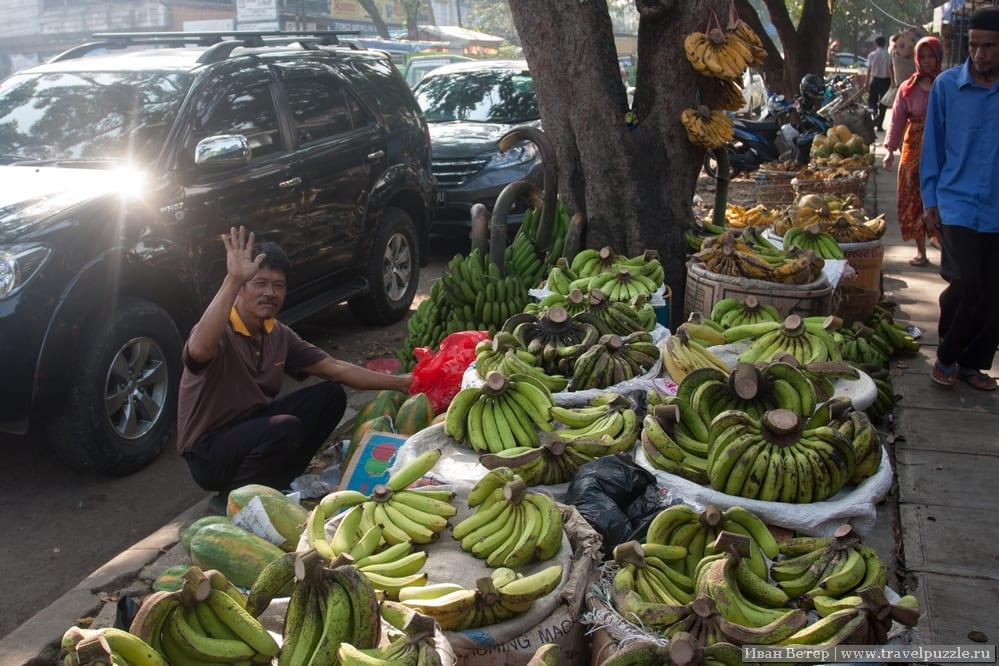 Бананы и торговцы