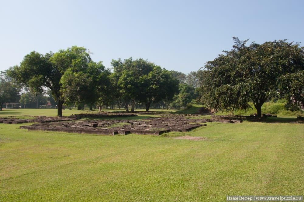 От каких-то храмов за века остались только фундаменты.