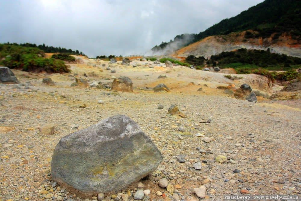 Камни в сере