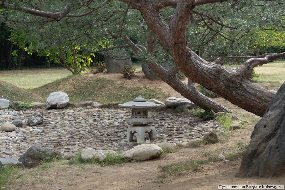 Японский сад в парке Бухареста