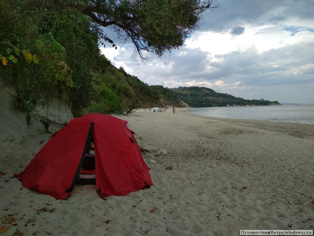 палатка на пляже у Варны