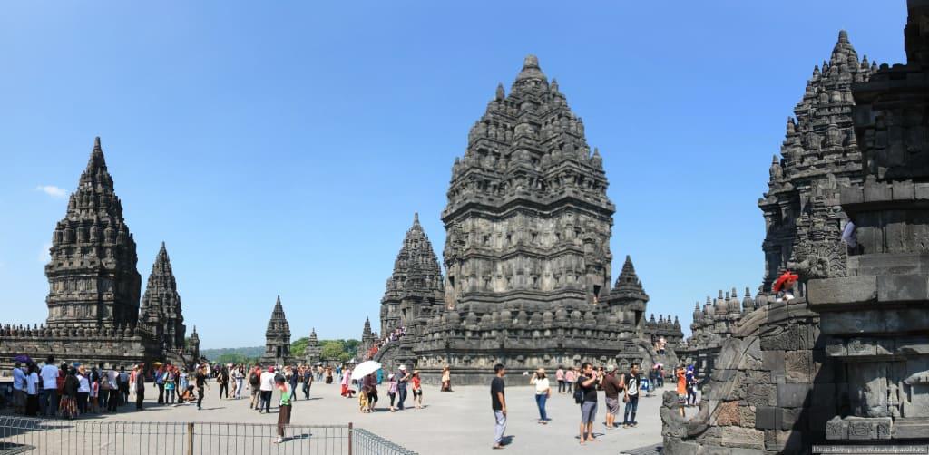 Панорама храмов комплекса Прамбанана