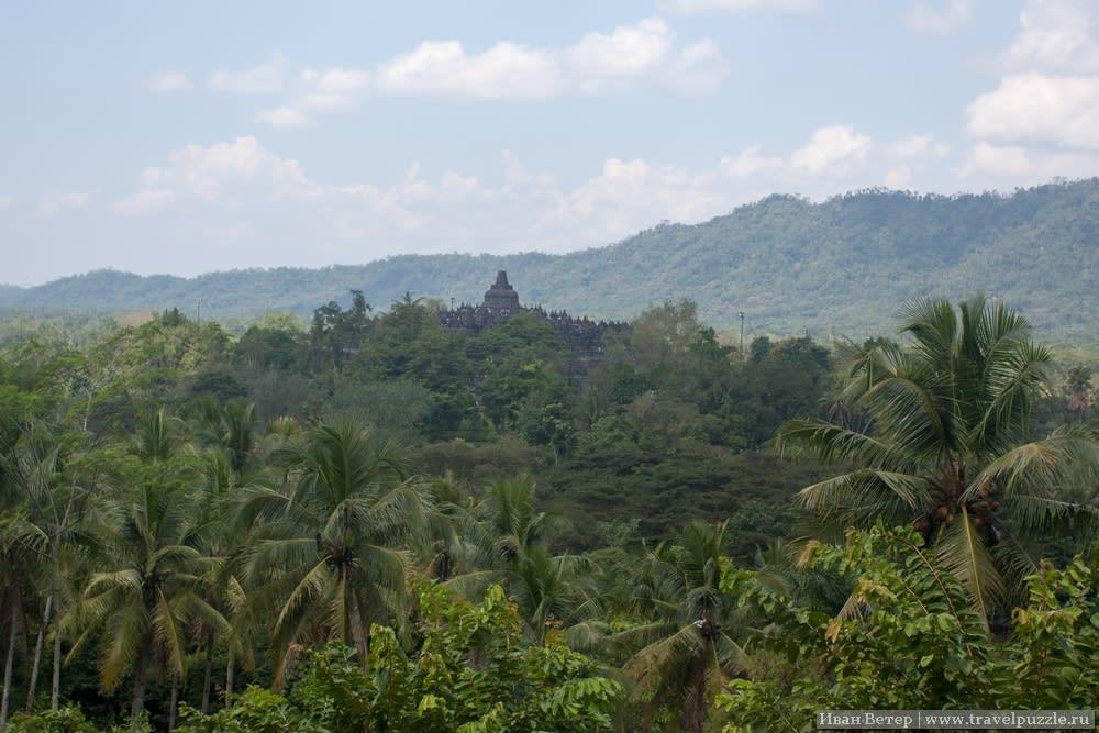 Боробудур в джунглях Индонезии