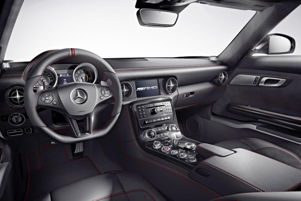 Das Interieur ist auch schön. Hier zählen aber die innersten Werte. Die Höchstleistung des AMG 6,3-Liter-V8-Frontmittelmotors beträgt 591 PS bei 6800 Umdrehungen/min, das maximale Drehmoment liegt bei 650 Newtonmeter bei 4750 Touren