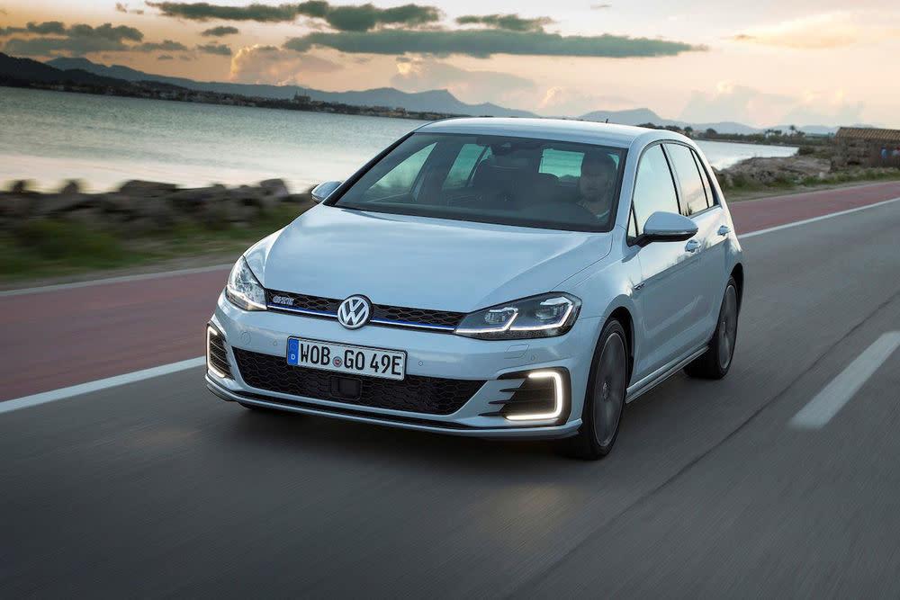Mit dem hybriden Golf GTE bewegt man sich unheimlich fortschrittlich durch die Stadt. 50 Kilometer rein elektrisches Fahren, wie es VW verspricht.