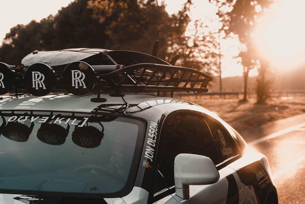 Dank einer Tuningkur durch die Motorexperten von Absolute Motors aus den Niederlanden kommt der Zwölfender des Extremsportlers am Ende auf 810 PS.