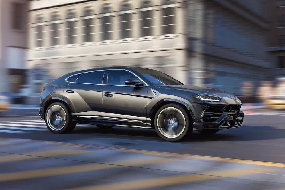 Angetrieben wird der 2,2 Tonnen schwere Supersportwagen im SUV-Gewand von einem 4,0 Liter großen V8-Biturbo-Motor...