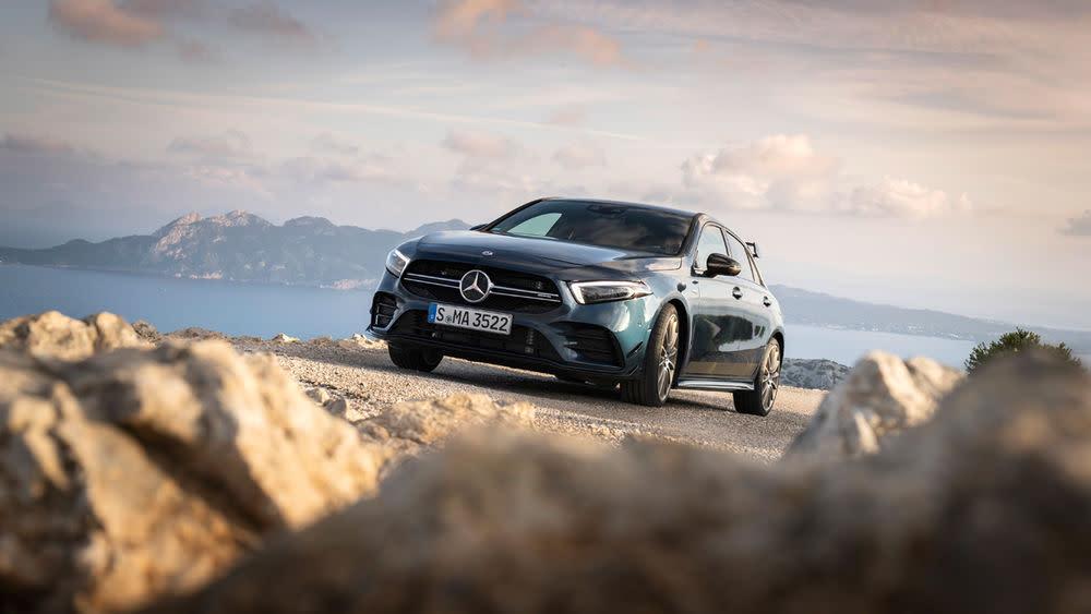 Mercedes-AMG stellt sein neues Einstiegsmodell vor...