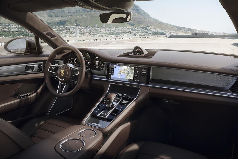 Die Innenausstattung entspricht dem gehobnen Standard des Sportwagen-Herstellers.