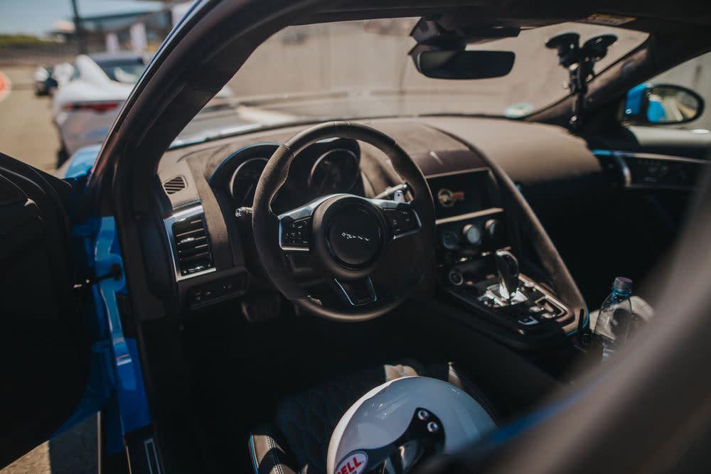 """Florian Roser ist für GQ unterwegs: Diesmal auf einem """"Track Day"""" auf der Rennstrecke Bilster Berg, mit dem Jaguar F-Type SVR."""