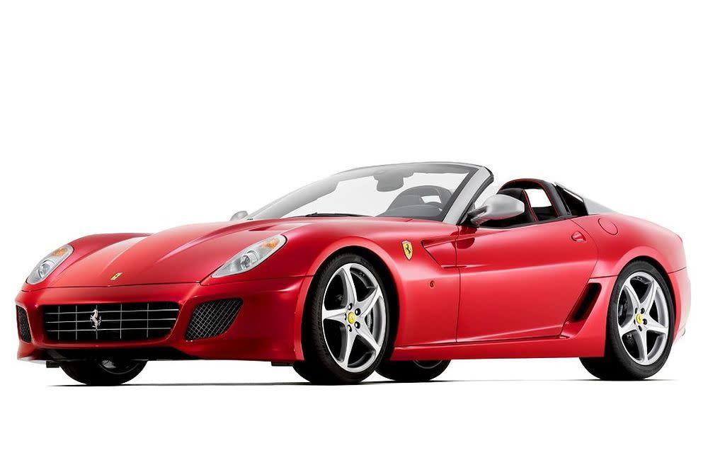 Zum 80. Geburtstag der Designschmiede Pininfarina legt man eine auf 80 Exemplare limitierte Version des 599 GTO auf. Der Roadster hat einen V12 mit 670 PS unter der langen Haube