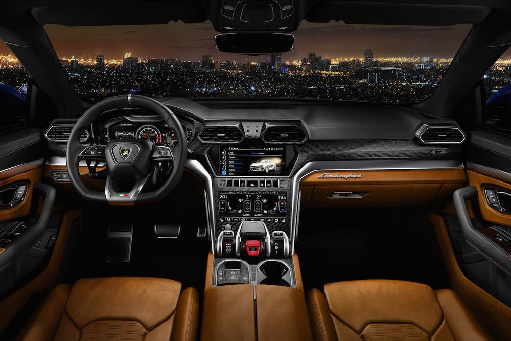 Abgesehen von den reinen Fahrwerten, soll der Lamborghini Urus aber auch in Sachen Performance dem Markencharakter entsprechen.