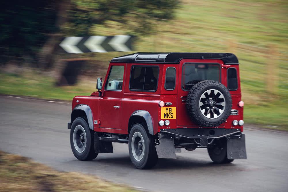 Vor zwei Jahren stellte Land Rover seinen legendären Defender ein und beendete nach 68 Jahren eine Erfolgsgeschichte.