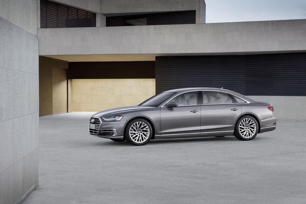 """Das Topmodell aus Ingolstadt soll der neue Audi-Standard werden. Designer Marc Lichte hat mit dem Concept """"Prologue"""" auf den Autosalons der letzten Jahre bereits gezeigt, wohin es gehen kann. (Zu sehen ist hier der Audi A8L)"""