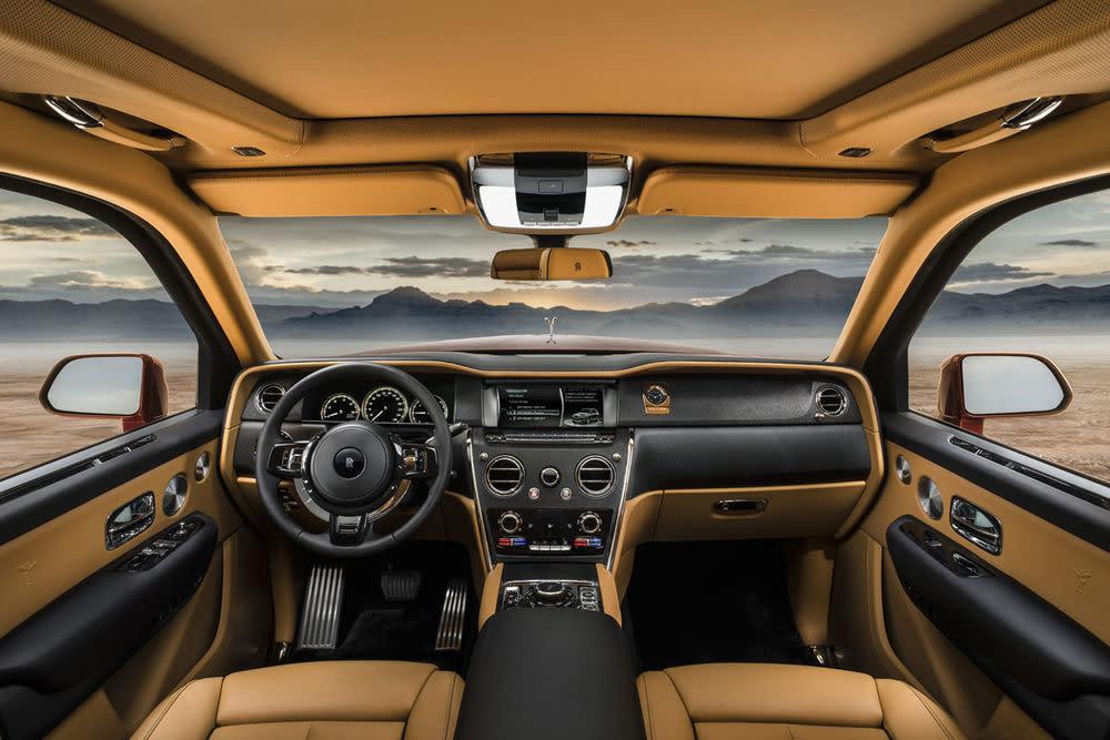 Rolls-Royce Cullinan, Magma Red, Interior, Cockpit