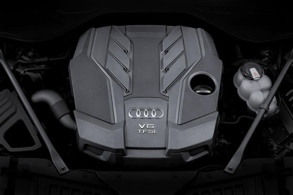 Der neue A8 kommt mit zwei V6-Turbomotoren auf den deutschen Markt. Dazu steht ein 3.0 TDI und ein 3.0 TFSI zur Auswahl - mit 286 PS bzw 340 PS. Später folgen Achtzylinder und der W12 mit fast 600 PS.