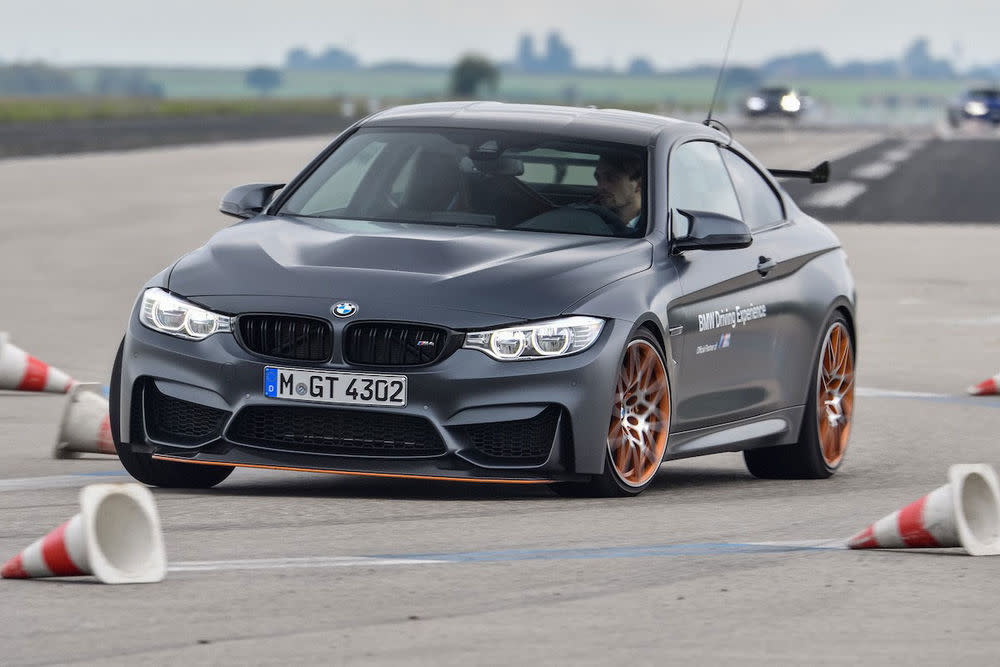 Bei BMW startet das Fahrertraining mit 315 Euro, dafür lernt man an einem Tag wie man einen BMW richtig im Griff hat.