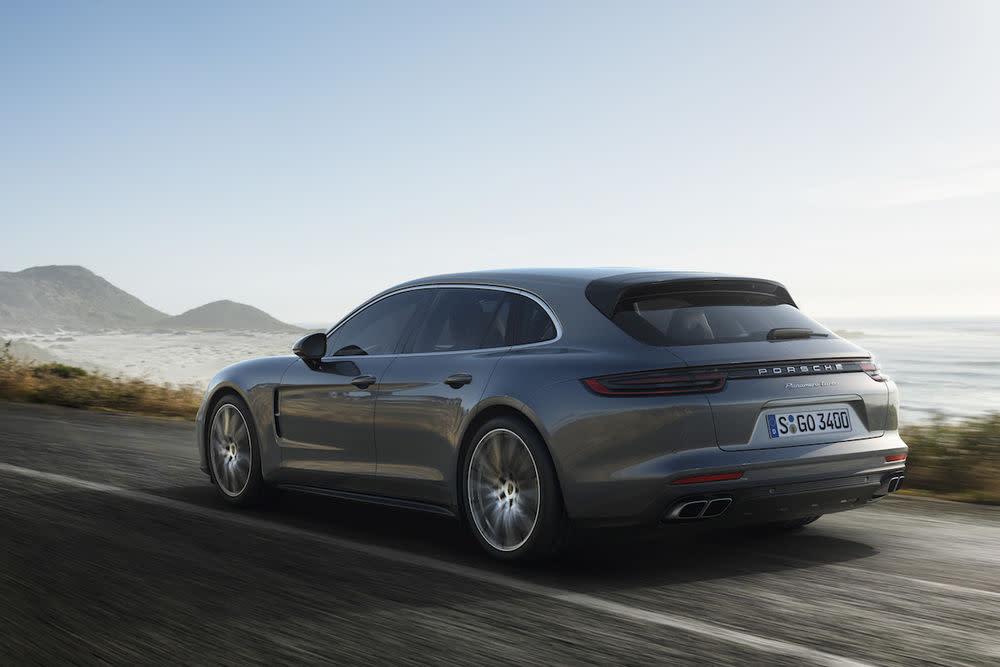 Mit großer Heckklappe, niedriger Ladekante, vergrößertem Gepäckraum und einem 4+1-Sitzkonzept ist der Porsche Panamera Sport Turismo einfach praktisch.