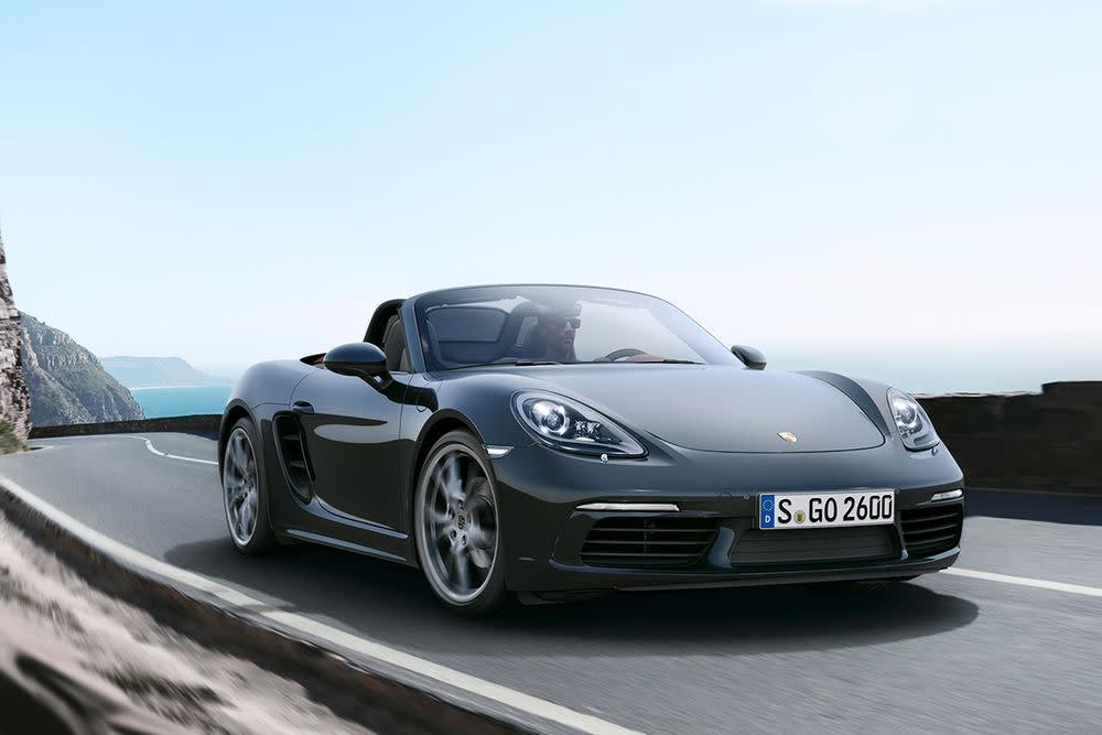 Zum 20-jährigen Jubiläum lässt Porsche den Boxer-Roadster-Mix, den Boxster, neu aufleben: als 718 Boxster und Boxster S.