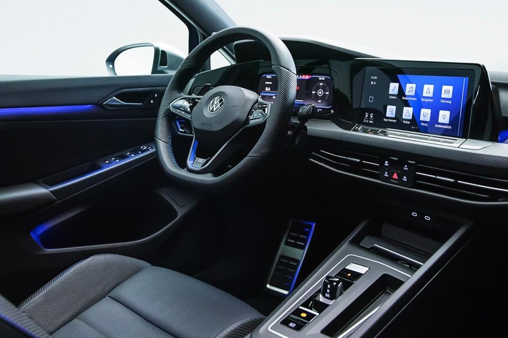 Der Innenraum des neuen VW Golf R (2021)