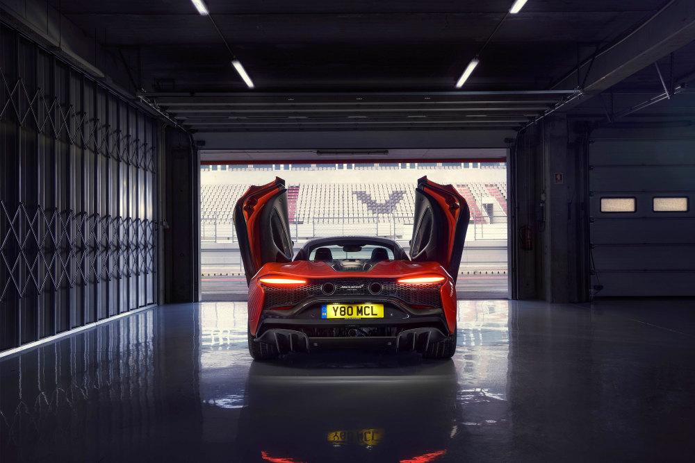Auch der McLaren Artura setzt auf Flügeltüren.