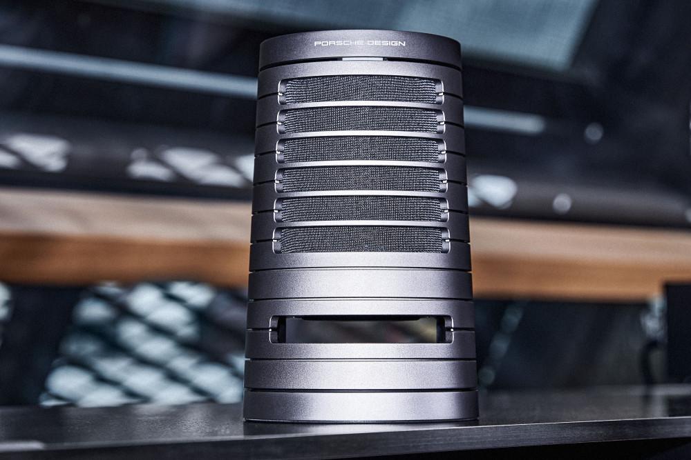 Weihnachten 2020: Der Porsche Design Speaker PDS50 ist schön anzusehen
