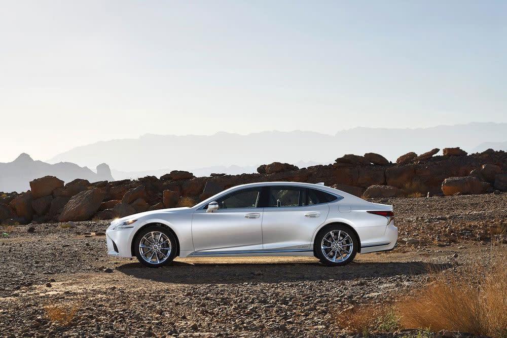 Der Lexus LS 500h verzichtet auf Diesel und V8, stattdessen setzt es auf Hybridantrieb.