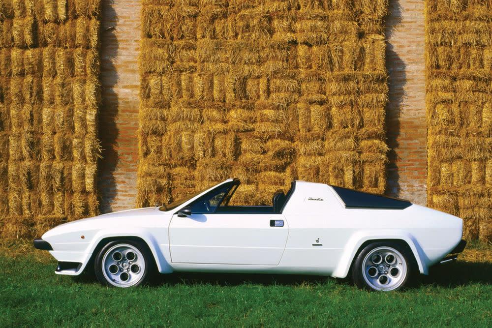 Zehn Jahre nach dem 400 GT Spyder hat Lamborghini seine Rundungen abgeschüttelt. Das Ergebnis präsentierte man 1976 auf Genfer Autombilsalon. Übrig blieb ein Keil mit abnehmbaren Dach. Der erste Targa aus dem Haus sollte dem Porsche 911 Targa einheizen. Nicht sehr erfolgreich. Bereits nach zwei Jahren wurde die Produktion wieder eingestellt.