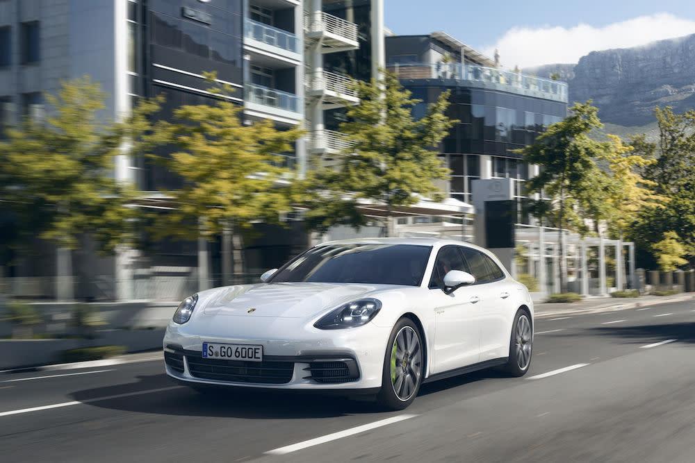 Mit dem neuen Fahrzeugkonzept rüttelt Porsche die Experten der Fachpresse wach.