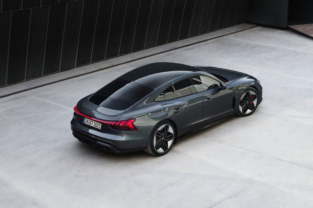 Das Dach des Audi e-tron GT besteht serienmäßig aus Glas.