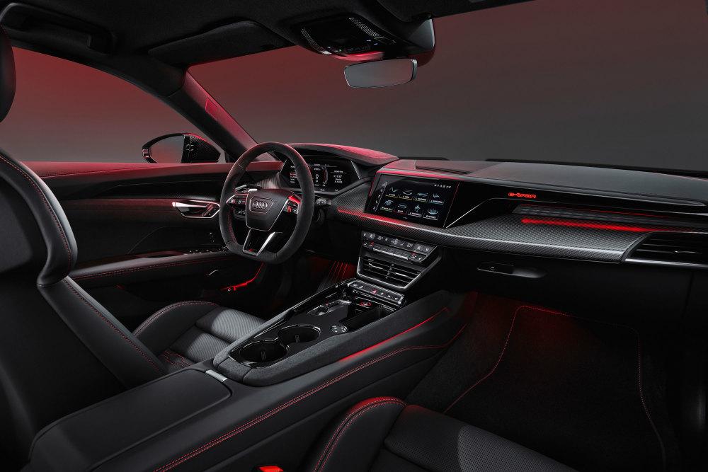 Im Innenraum des Audi e-tron GT setzt sich das sportliche Design fort.