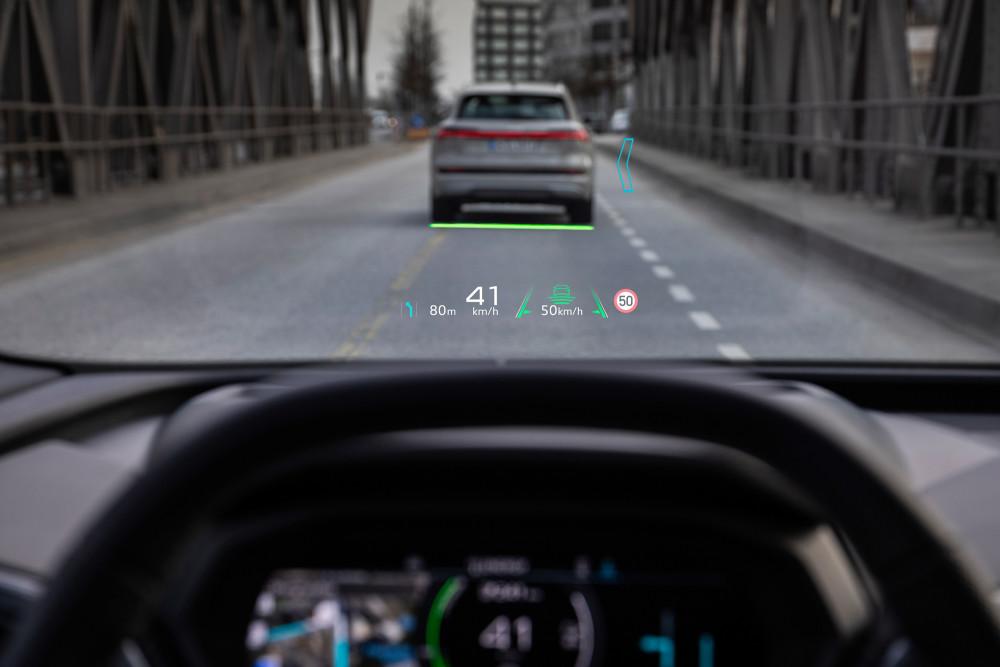Beim neuen Head-up-Display im Q4 e-tron setzt Audi auf Augmented Reality.