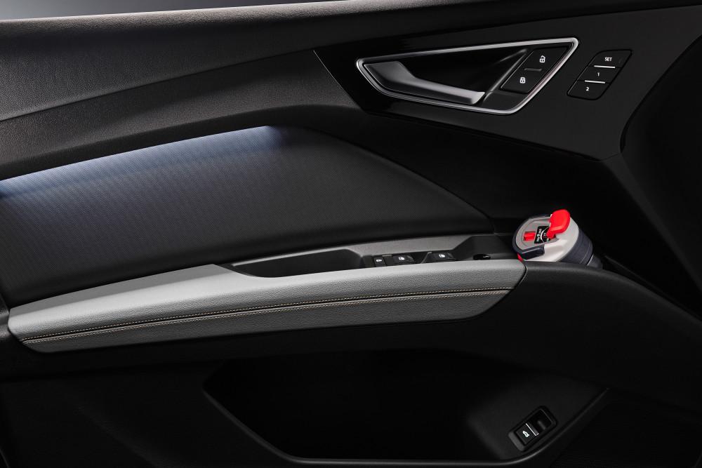 Das Ablage-Volumen im Audi Q4 e-tron liegt bei 24,8 Liter.