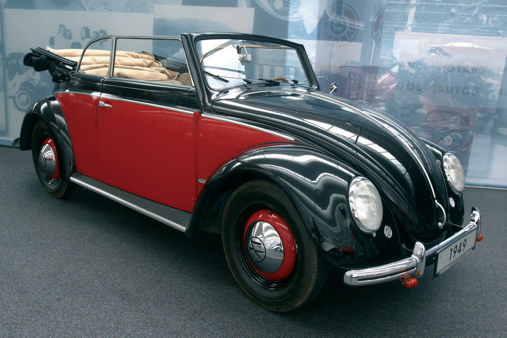 Mit dem Käfer sollte Autofahren für alle möglich sein. Die Cabrioversion, die ab 1949 in Serie ging bot das Freiheitsgefühl für den kleineren Geldbeutel. Zwei Erfolgsgaranten für das Käfer-Cabrio nach dem zweiten Weltkrieg.